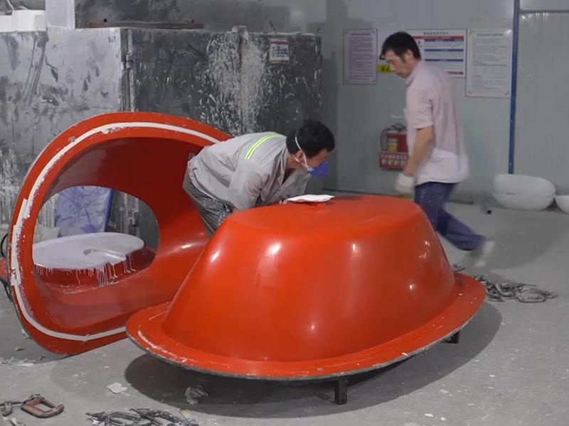 Bathtub prepare the mold